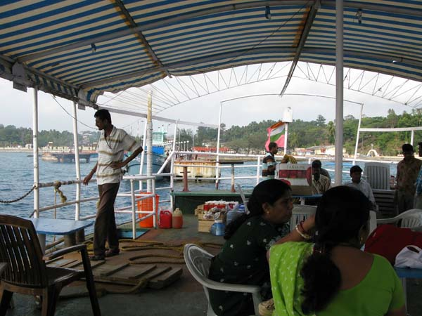 India - Isole Andamane - Port Blair - In barca verso Ross Island